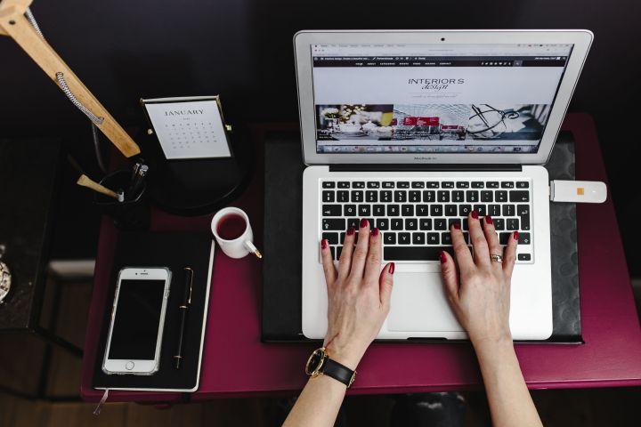 kaboompics_Woman working on Macbook Air laptop.jpg