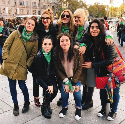 Izq a Der.: Pilar Gamboa, Carla Peterson, Lali Esposito, Jimena Barón, Leticia Siciliani, Griselda Siciliani y Ana Esposito