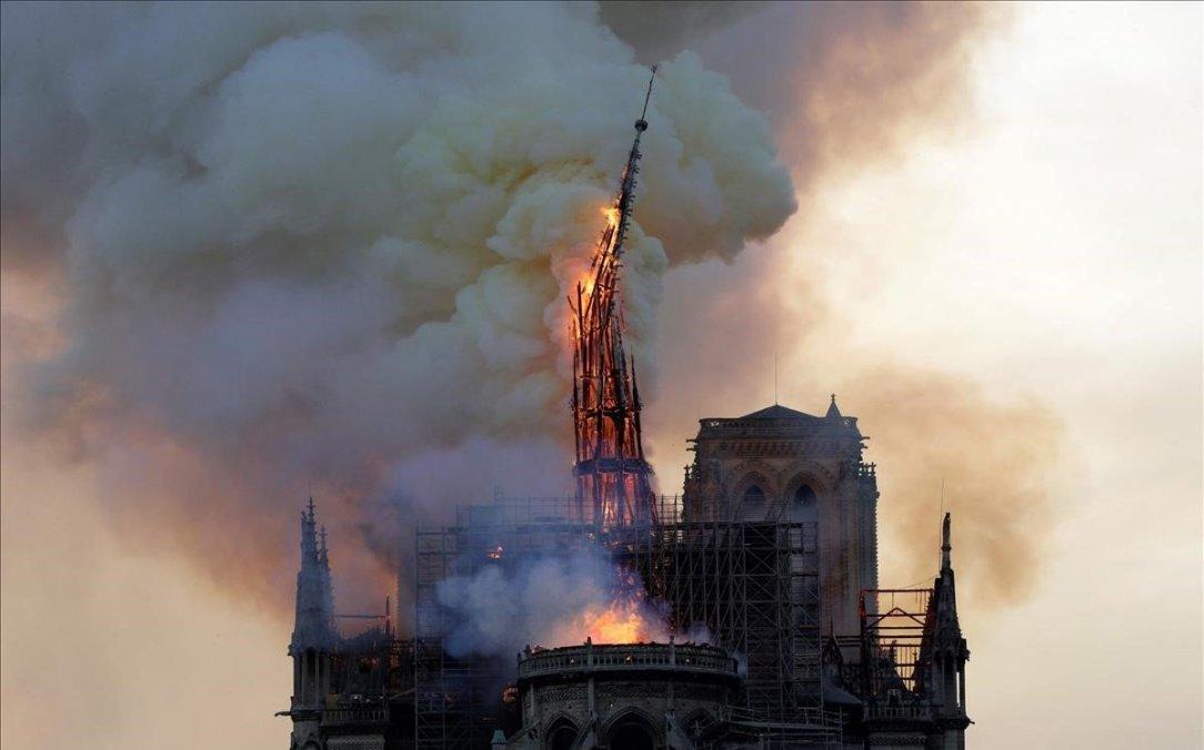 campanario-historica-catedral-notre-dame-derrumba-1555352374944