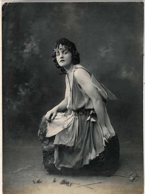 P.L. Travers en 1924, diez años antes de escribir Mary Poppins